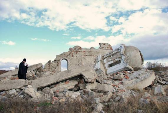 kosovo chiesa distrutta