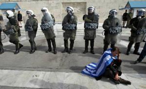 grecia polizia donna