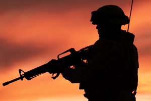 soldato silhouette tramonto
