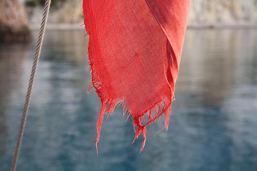 bandiera rossa brandelli