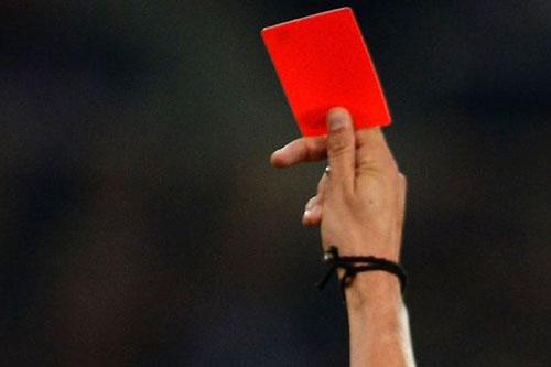 arbitro-cartellino-rosso