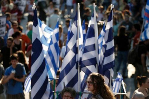 grecia bandiere ragazza