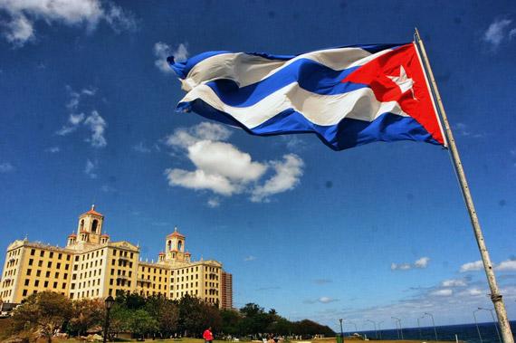 cuba bandiera palazzo