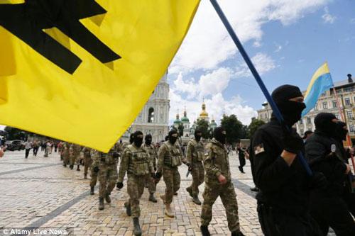 azov ucraina sfilata