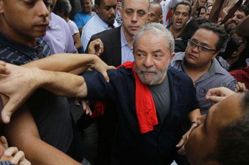 Lula Da Silva folla