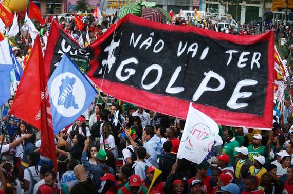 brasil golpe striscione