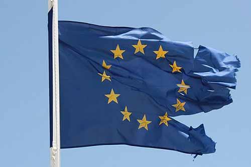 europa bandiera brandelli