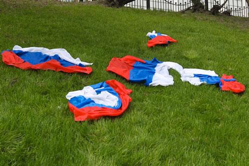 russia bandiere prato