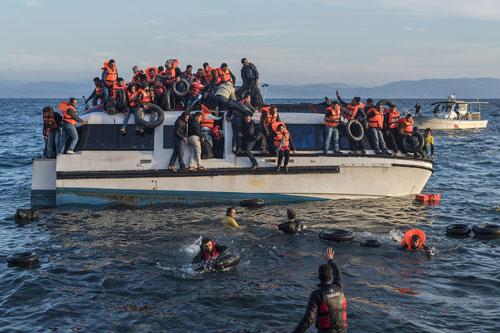 immigrati nave salvagente