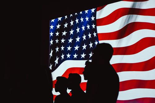bandiera silhouette persone